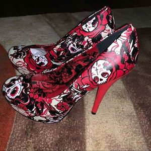 Just fabulous high heel super skull shoes. Size 10